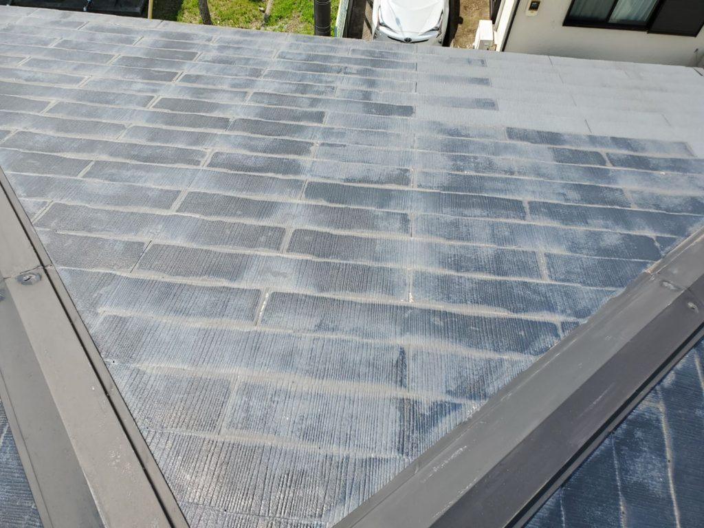【屋根】塗装が劣化しています。