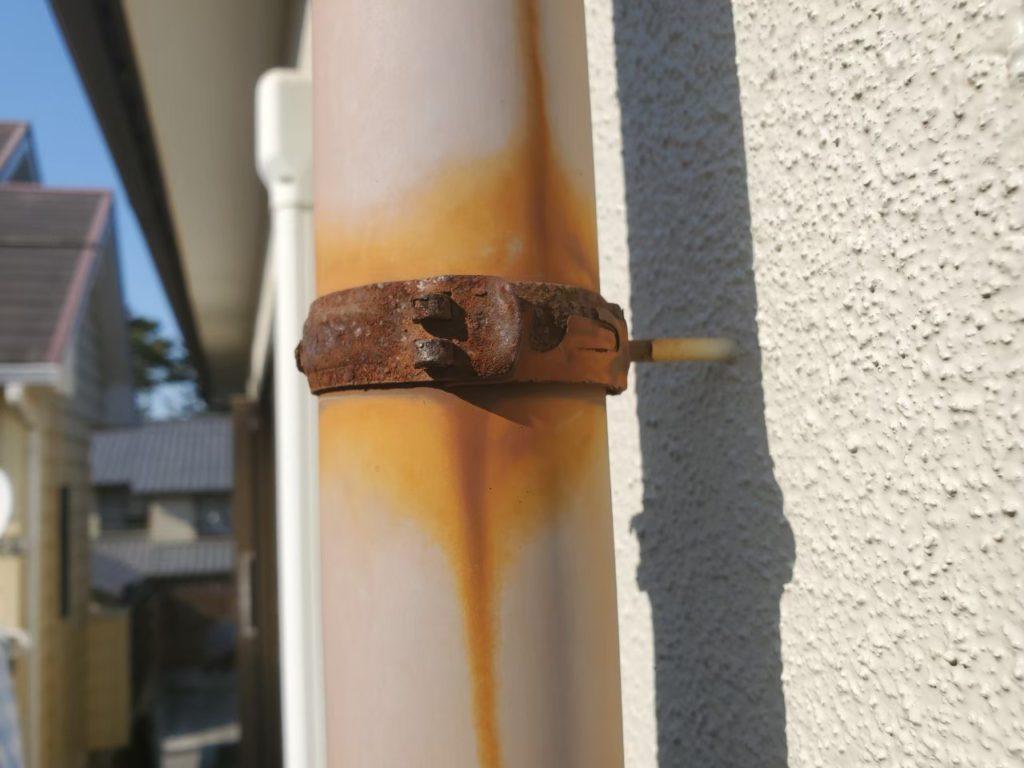【竪樋】でんでんに錆が発生しています。