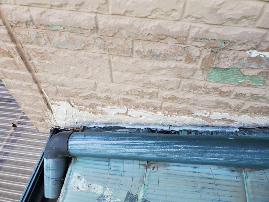 【外壁】剥がれ補修跡あり。 サイディング貼替え致します!