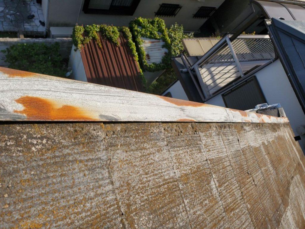 板金錆発生、屋根苔発生しています。