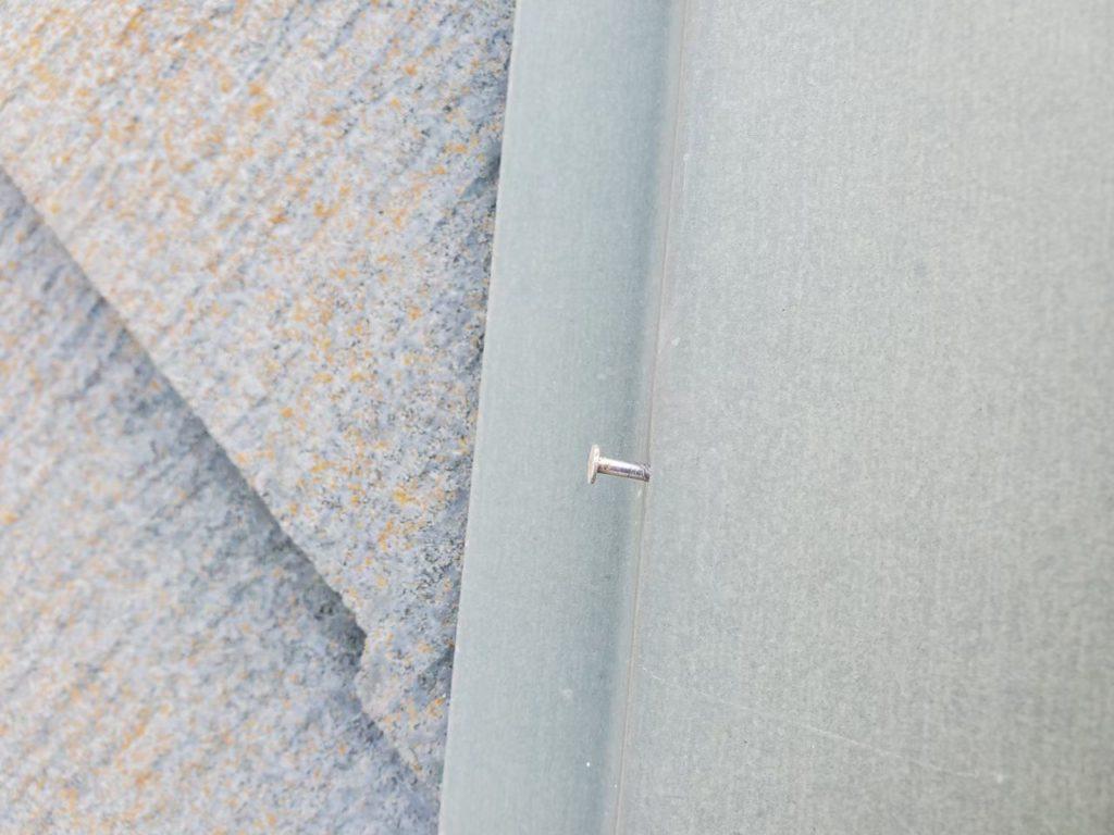 屋根板金釘浮きあり。